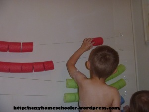 Giant Abacus and Pool Noodle Math in the Bath Tub from Suzy Homeschooler (4)