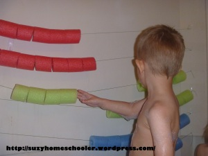 Giant Abacus and Pool Noodle Math in the Bath Tub from Suzy Homeschooler (5)