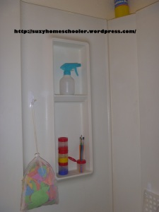 Kids Art Studio (converted bathroom) from Suzy Homeschooler (12)