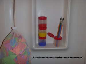 Kids Art Studio (converted bathroom) from Suzy Homeschooler (13)
