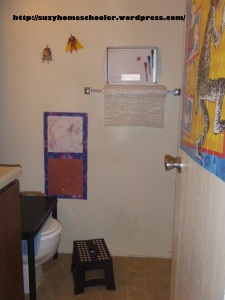 Kids Art Studio (converted bathroom) from Suzy Homeschooler (3)