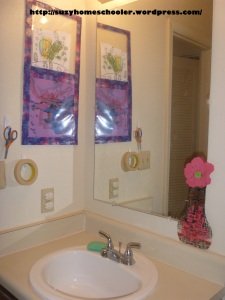 Kids Art Studio (converted bathroom) from Suzy Homeschooler (4)