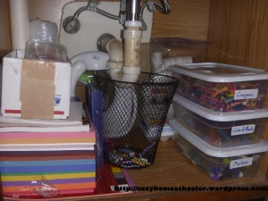 Kids Art Studio (converted bathroom) from Suzy Homeschooler (5)