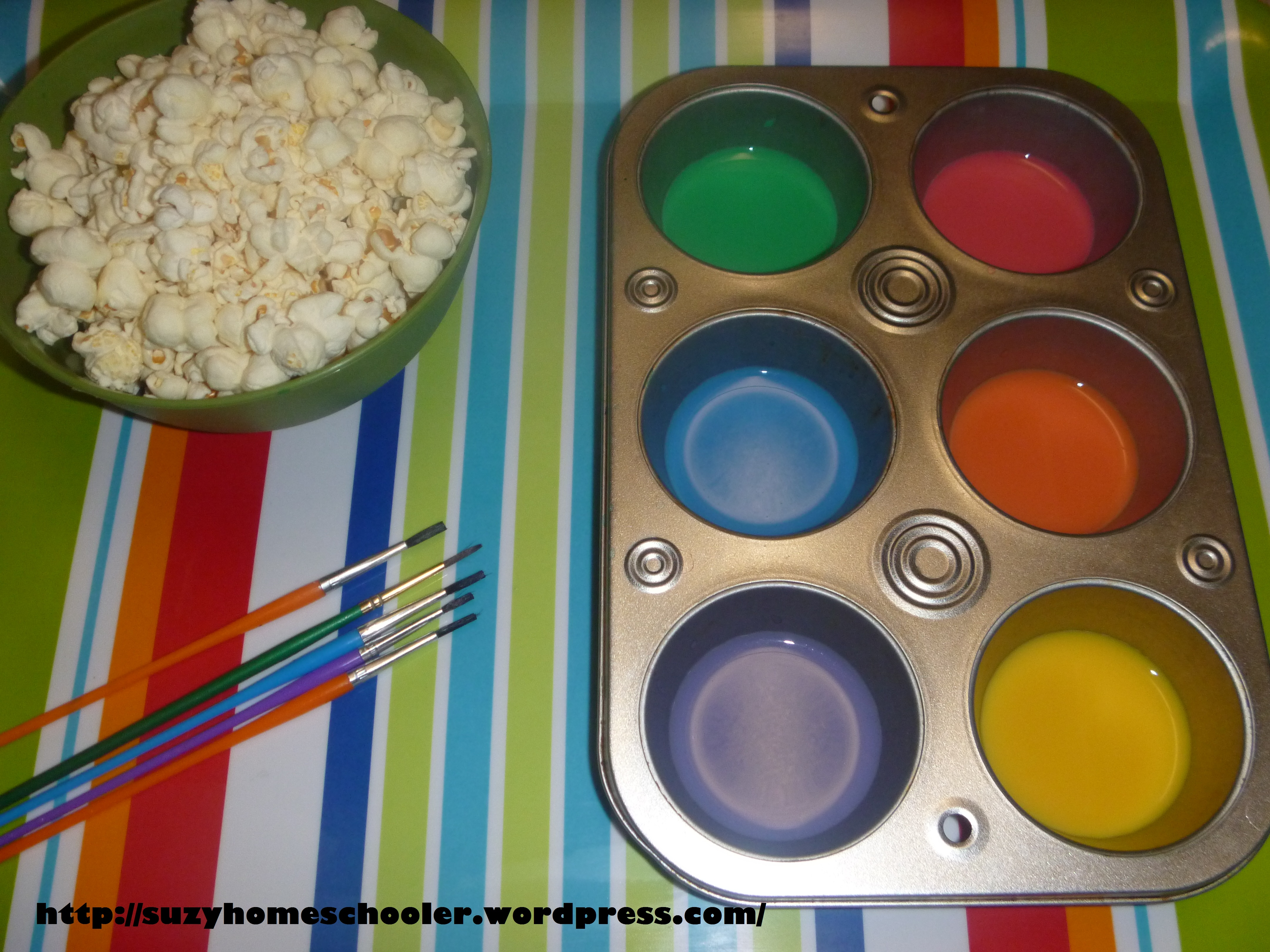 Painting Popcorn with Edible Paint (aka milk and food coloring ...