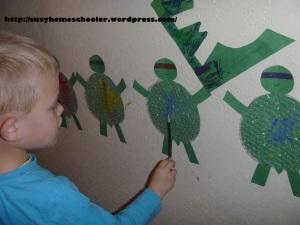 Teenage Mutant Ninja Turtle Bubble Wrap Painting from Suzy Homeschooler (1)