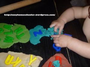 Homemade Playdough Recipe from Suzy Homeschooler (3)