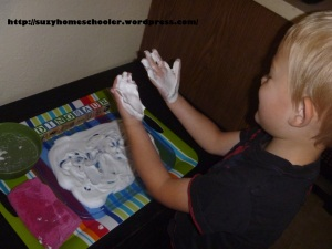 Simple Shaving Cream Writing Tray from Suzy Homeschooler (4)