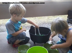 Edible Witches Brew Sensory Activity from Suzy Homeschooler (8)