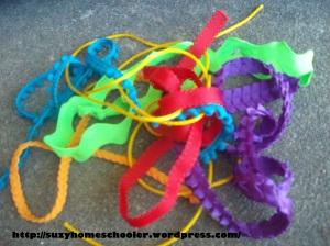 Weaving On Chicken Wire from Suzy Homeschooler (2)