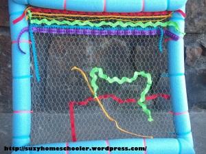 Weaving On Chicken Wire from Suzy Homeschooler (3)